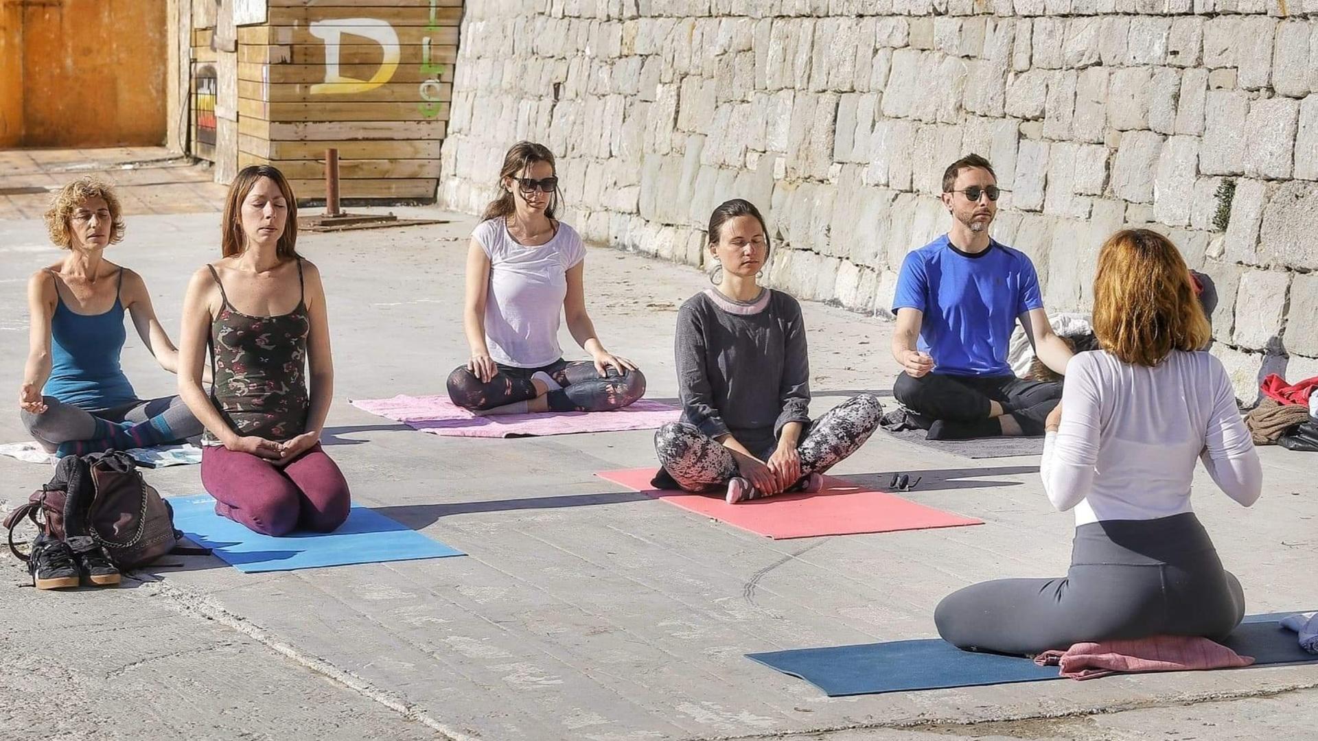 beach-yoga-class-croatia